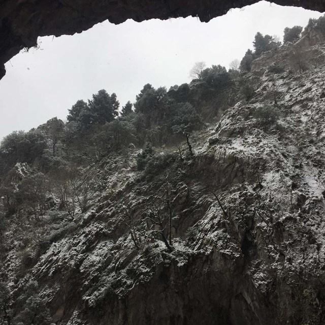 Black_Cave_01