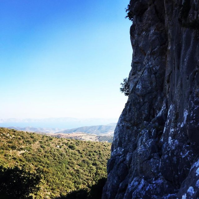 Climbing_Pillars_Of_Winds_1563