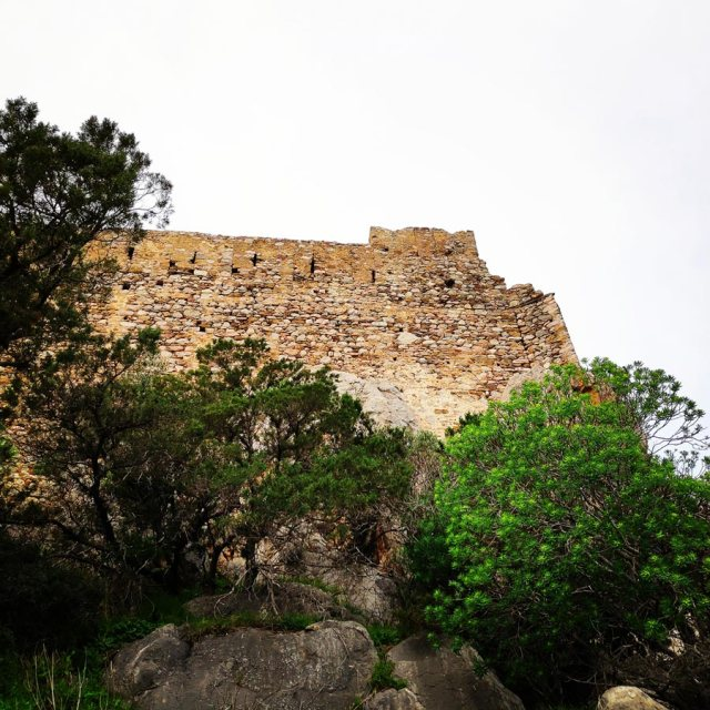 Climbing_Kastro_Thermisia_Castle_05