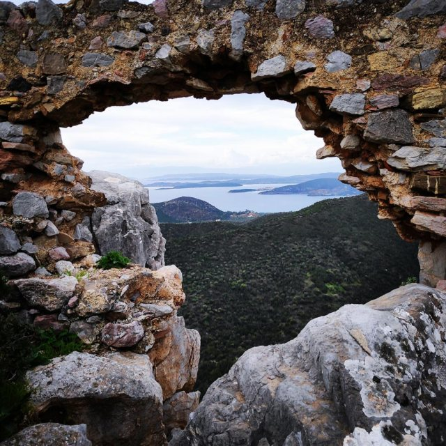 Climbing_Kastro_Thermisia_Castle_07