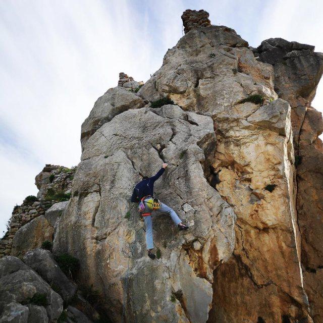 Climbing_Kastro_Thermisia_Castle_15