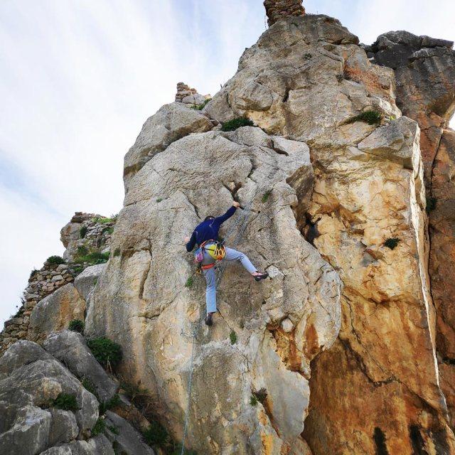 Climbing_Kastro_Thermisia_Castle_16