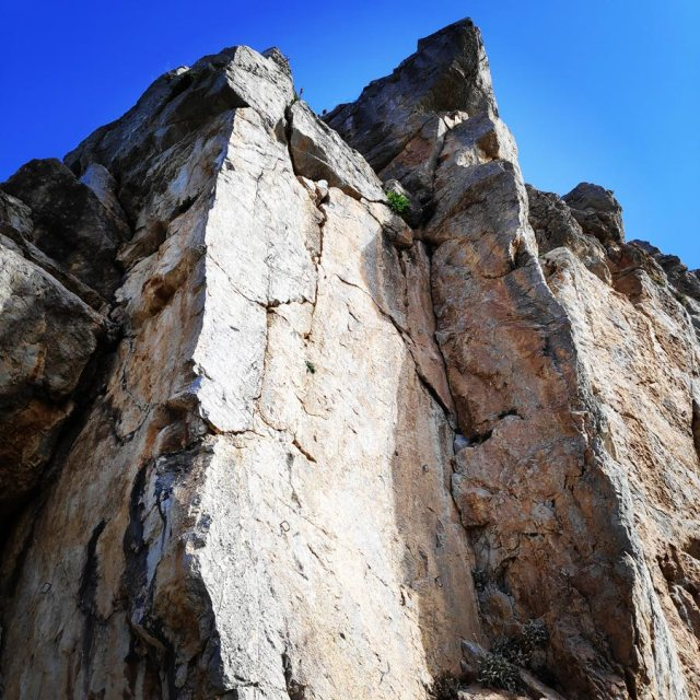 Climbing_Kastro_Thermisia_Castle_19