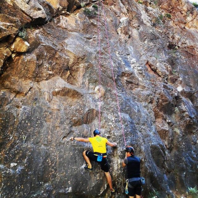 Climbing_Sibligades_Penteli_Athens_125849_837