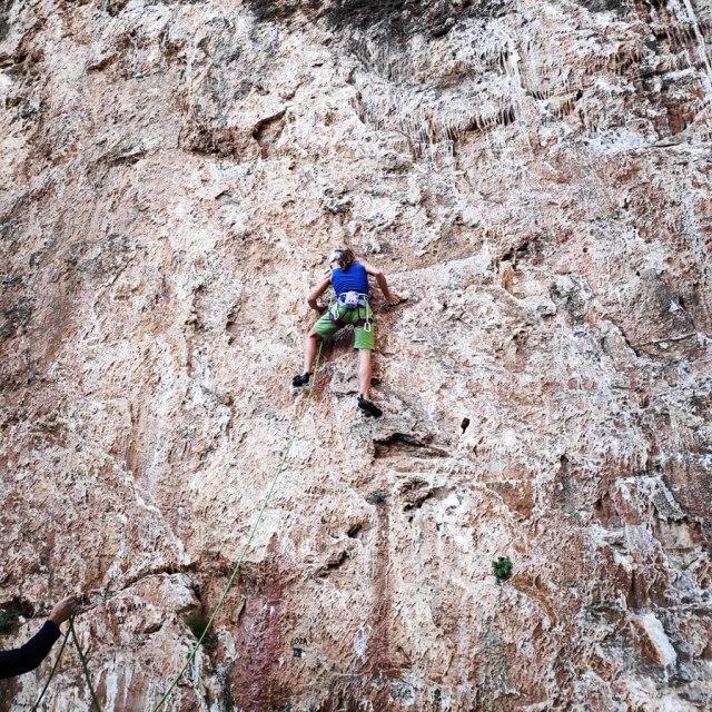 Climbing_Sibligades_Penteli_Athens_130300_911