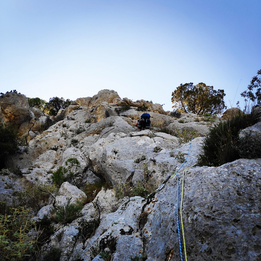 Multipitch_climbing_Tsirio_To_Proto_Onia_mountain_073046_160