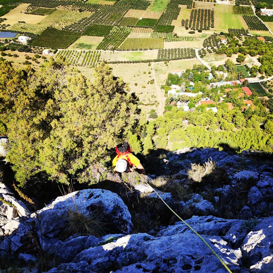 Multipitch_climbing_Tsirio_To_Proto_Onia_mountain_073358_524