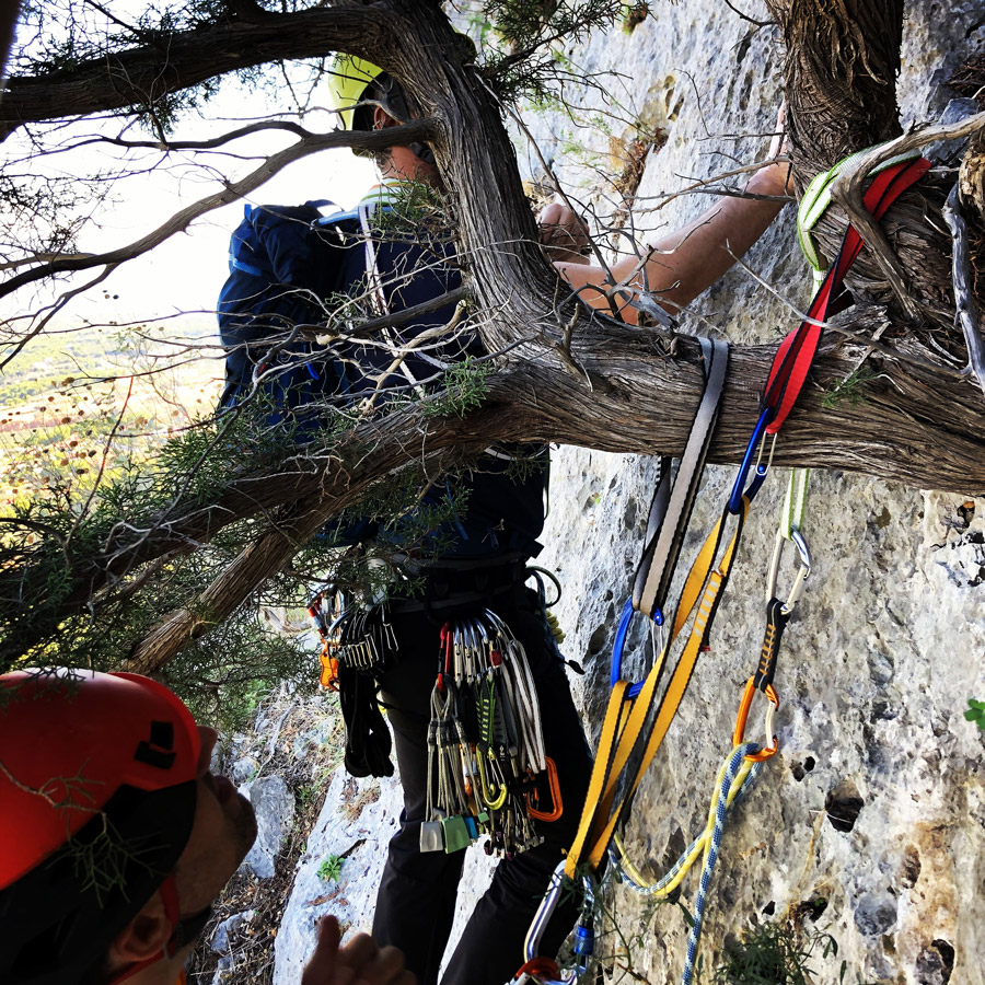Multipitch_climbing_Tsirio_To_Proto_Onia_mountain_074657_601