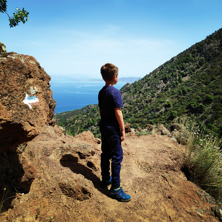 Hiking_Methana_Volcano_150423_052