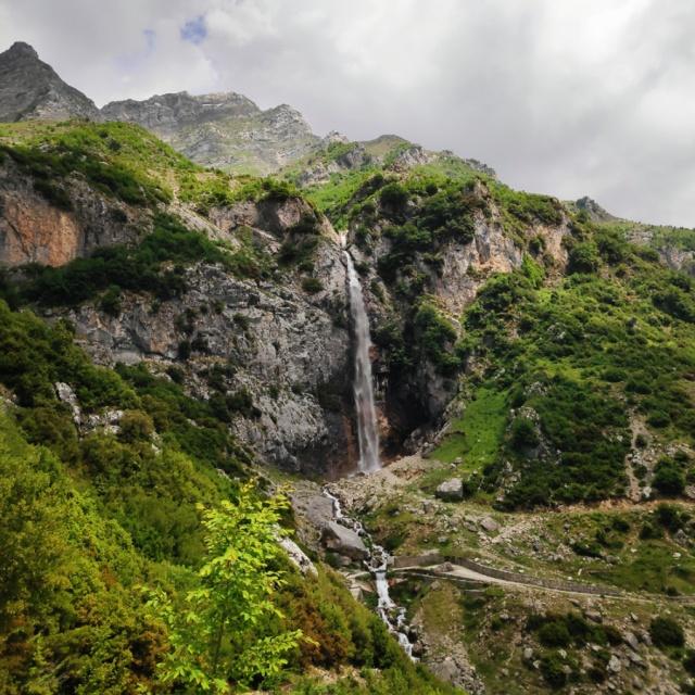 Hiking_in_Tzoumerka_Athamanika_Waterafalls_064208_006