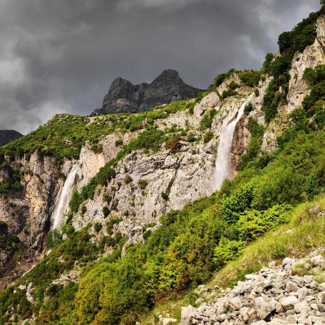Hiking_in_Tzoumerka_Athamanika_Waterafalls_065217_250