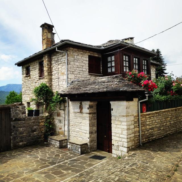 Hiking_Zagori_Villages_Bridges_Zagorochoria_213123_117