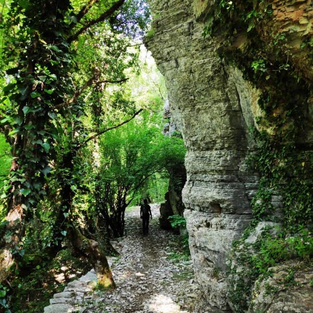 Hiking_Zagori_Villages_Bridges_Zagorochoria_213251_001