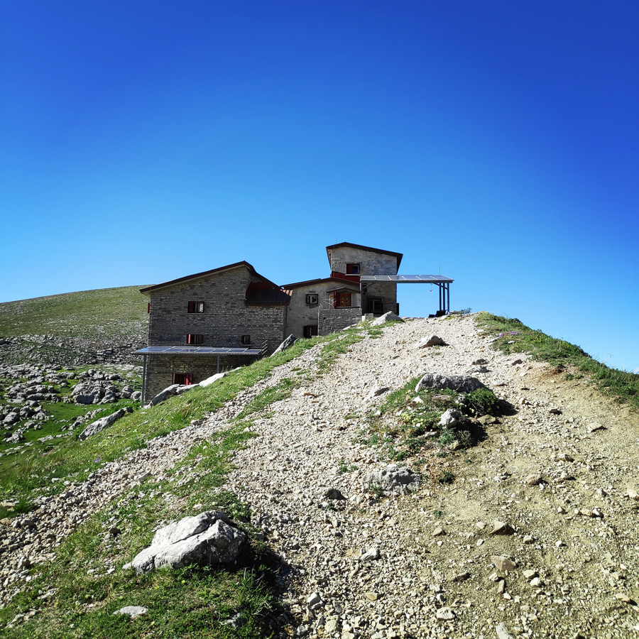 Mount_Tymfi_Pindos_North_Side_Thru-Hike_Part2_Sadi_Migas_Karteros_Pass_Astraka_Refuge_064912_600