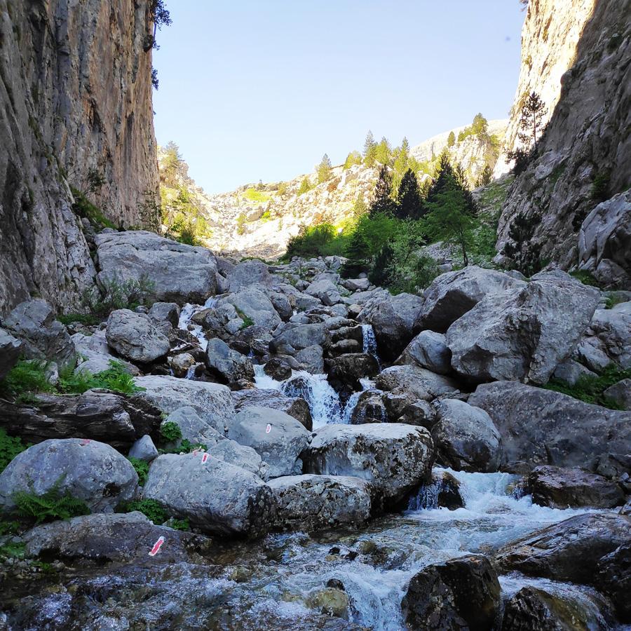 Mount_Tymfi_Pindos_North_Side_Thru-Hike_Part3_Astraka_Refuge_Davalista_Konitsa_121533_042