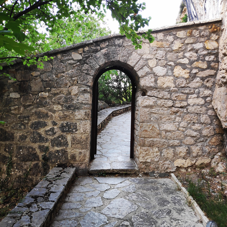 Kouiassa_Pouliana_Kipina_Monastery_185957_903